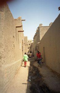 En gade i den gamle bydel i Djenné